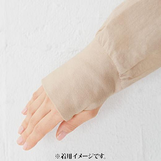 手の甲をカバーするサムホール付きの袖部分は伸びのよいカットソー素材。