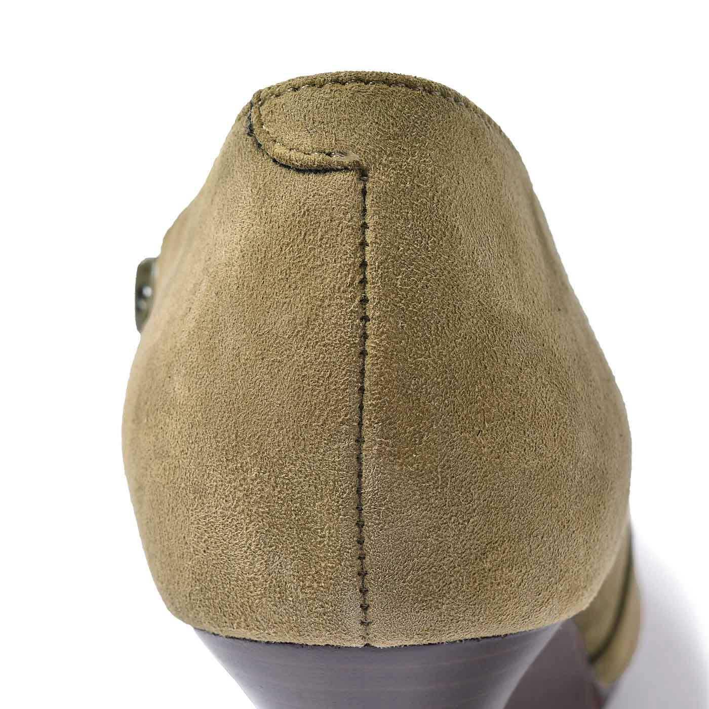 かかとの仕様にもよりこだわっています。強度を増すためにドックテールという縫製にしています。