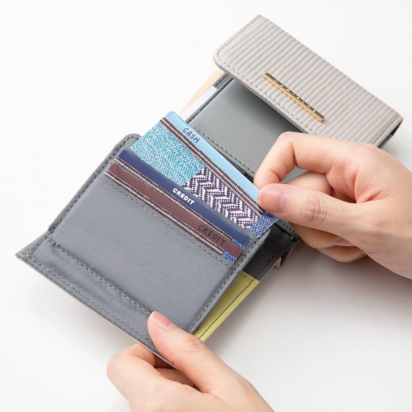 重ねるだけ! 大事なデータを守る 磁気防止カードの会