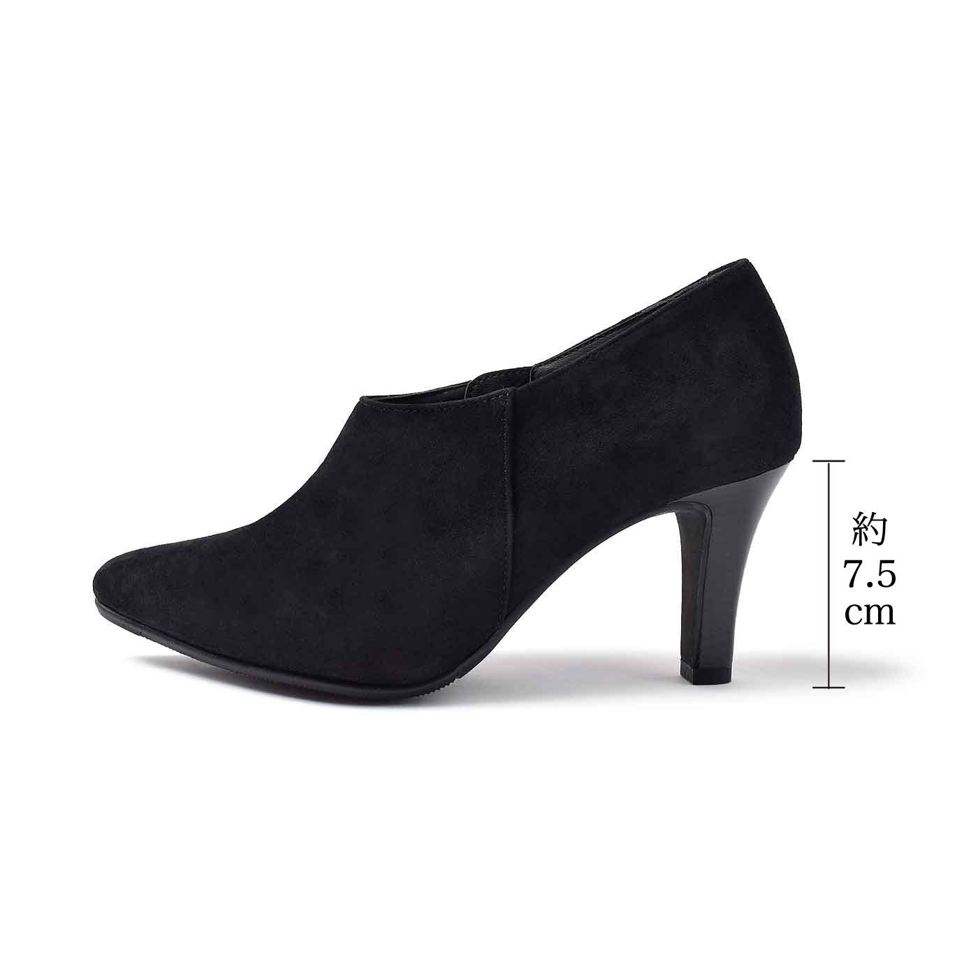 女性の足を美しく見せる7.5cmにこだわって今回もブーティーを企画。究極のパンプスと同じ履き心地を実現しています。