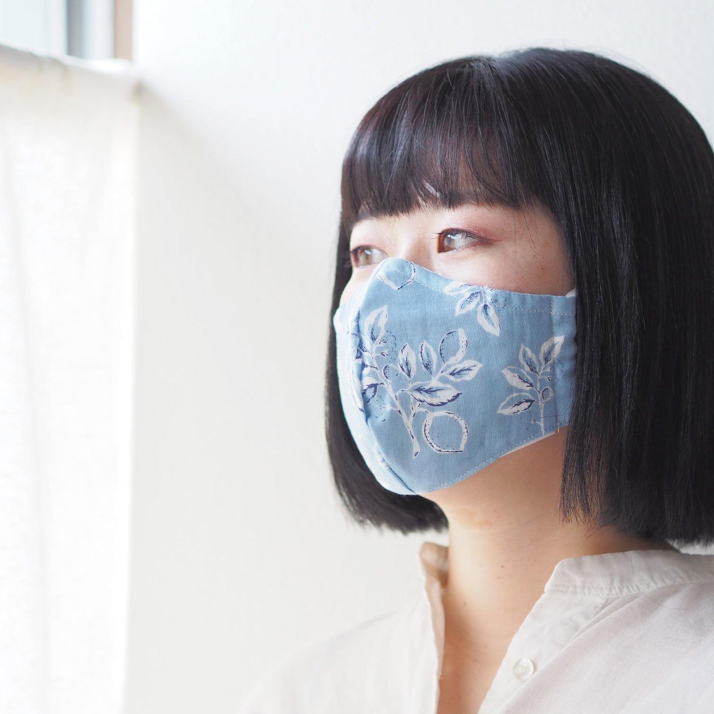 周りの人も元気になれるような配色がかわいいひんやりマスク