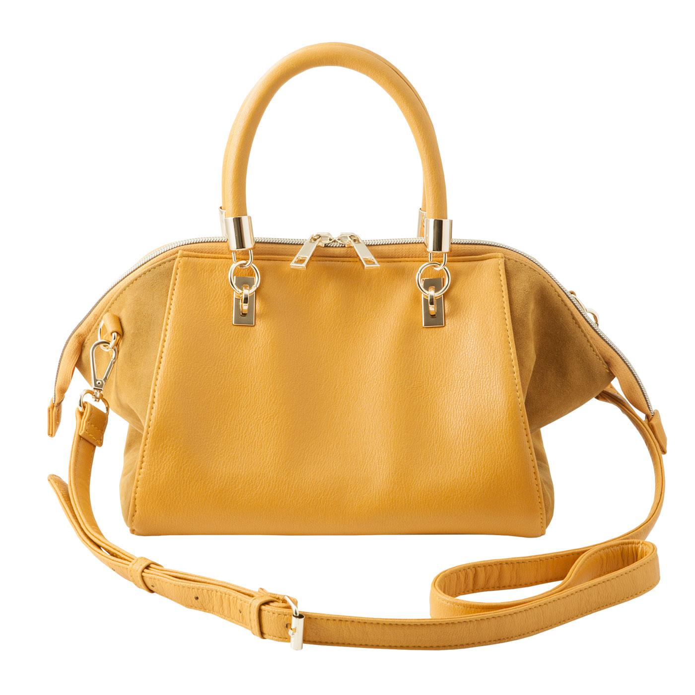 【フロント】ダブルファスナーをはじめ、軽やかなゴールドカラーの金具遣いがポイント。