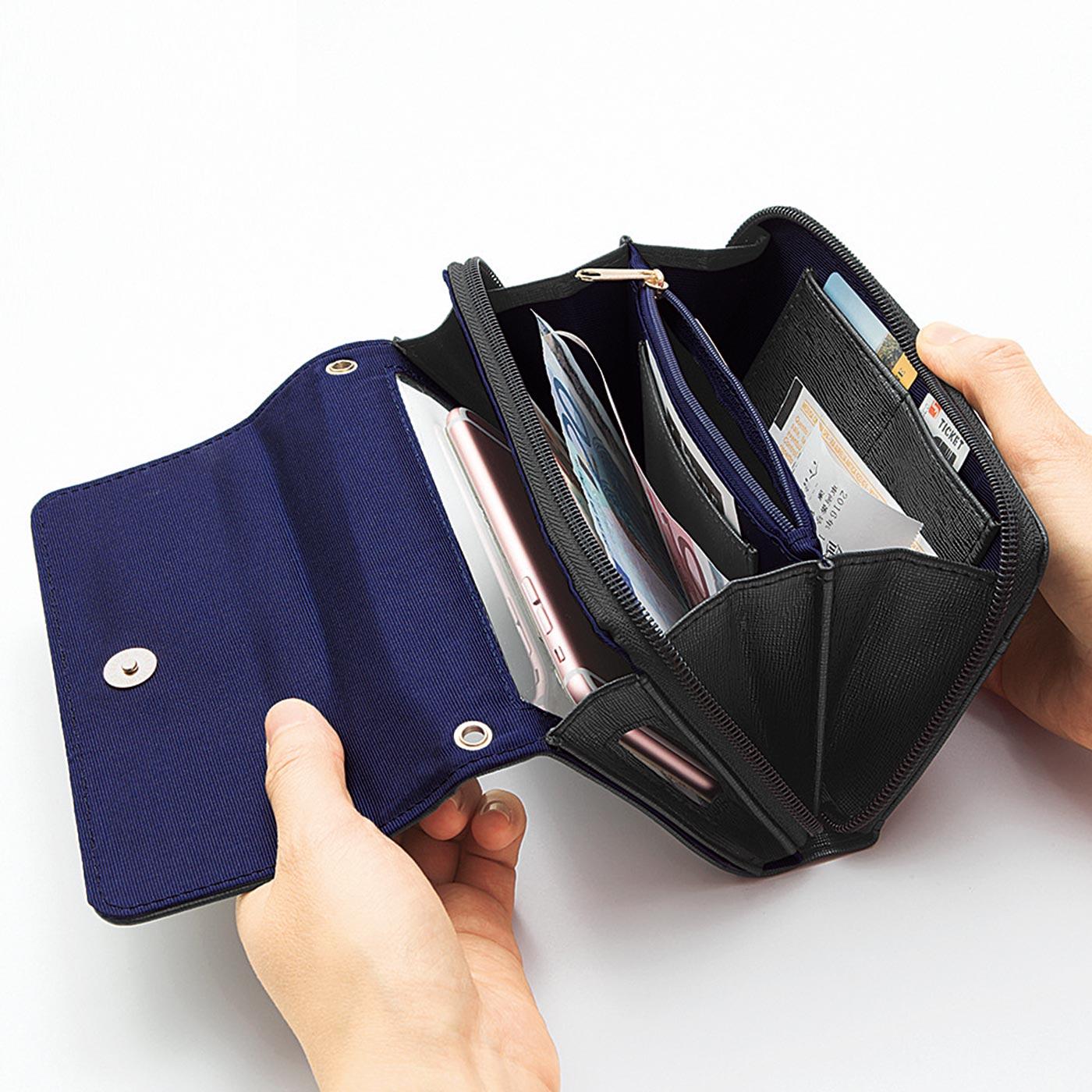 ガバッと開くじゃばら仕様。ワンタッチ開閉のマグネットホックで、中身が整理しやすくポケットもたくさん。カードポケット6個。