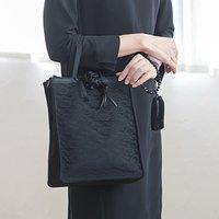 フェリシモ 凛(りん)とした女性の必需品 3部屋仕立てのブラックバッグ