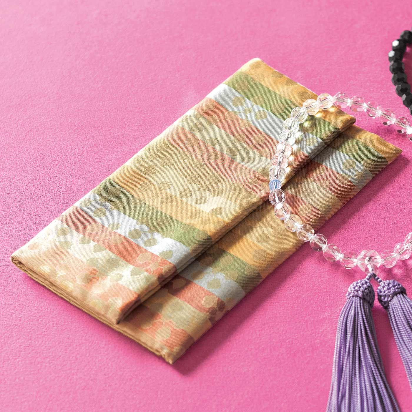 自分だけのオリジナルな数珠袋を探していた方に。白切甲(しろきりこう)の数珠ともよく合います。