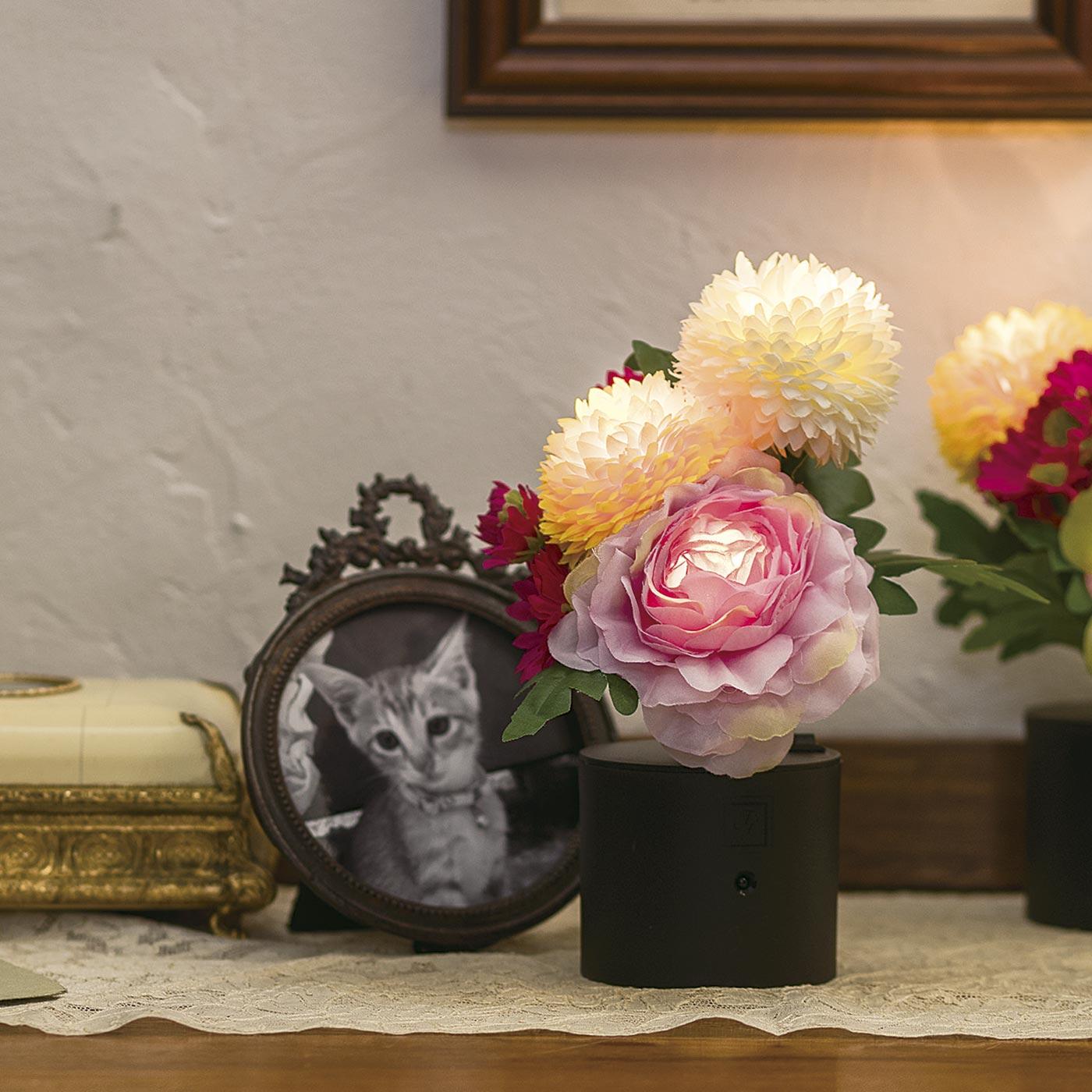 本格的なお仏壇がなくても、毎日目に留まる場所でお気に入りの写真とさりげなく。