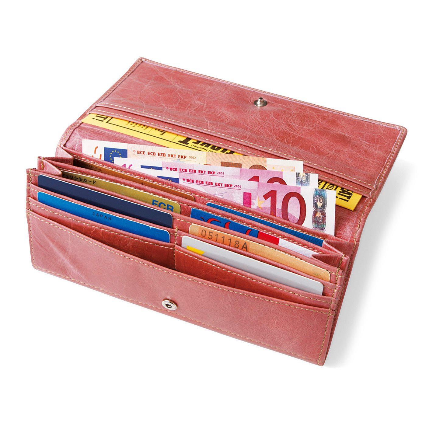 大きく開くジャバラ仕様なので、お札の出し入れも楽々。カードポケットは合計16個!!増えがちなカードも安心。
