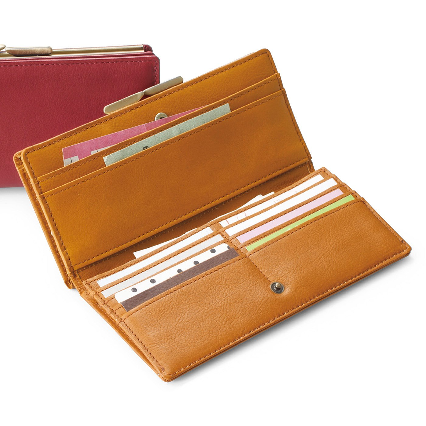 2(キャメル) フラップ側には、カードポケット8個と大きめポケットが3つ。チケットやふだん使わないカードの収納に。