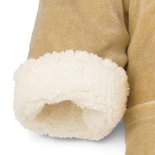十分袖の袖口を折り返すと、モコモコのアクセントに。