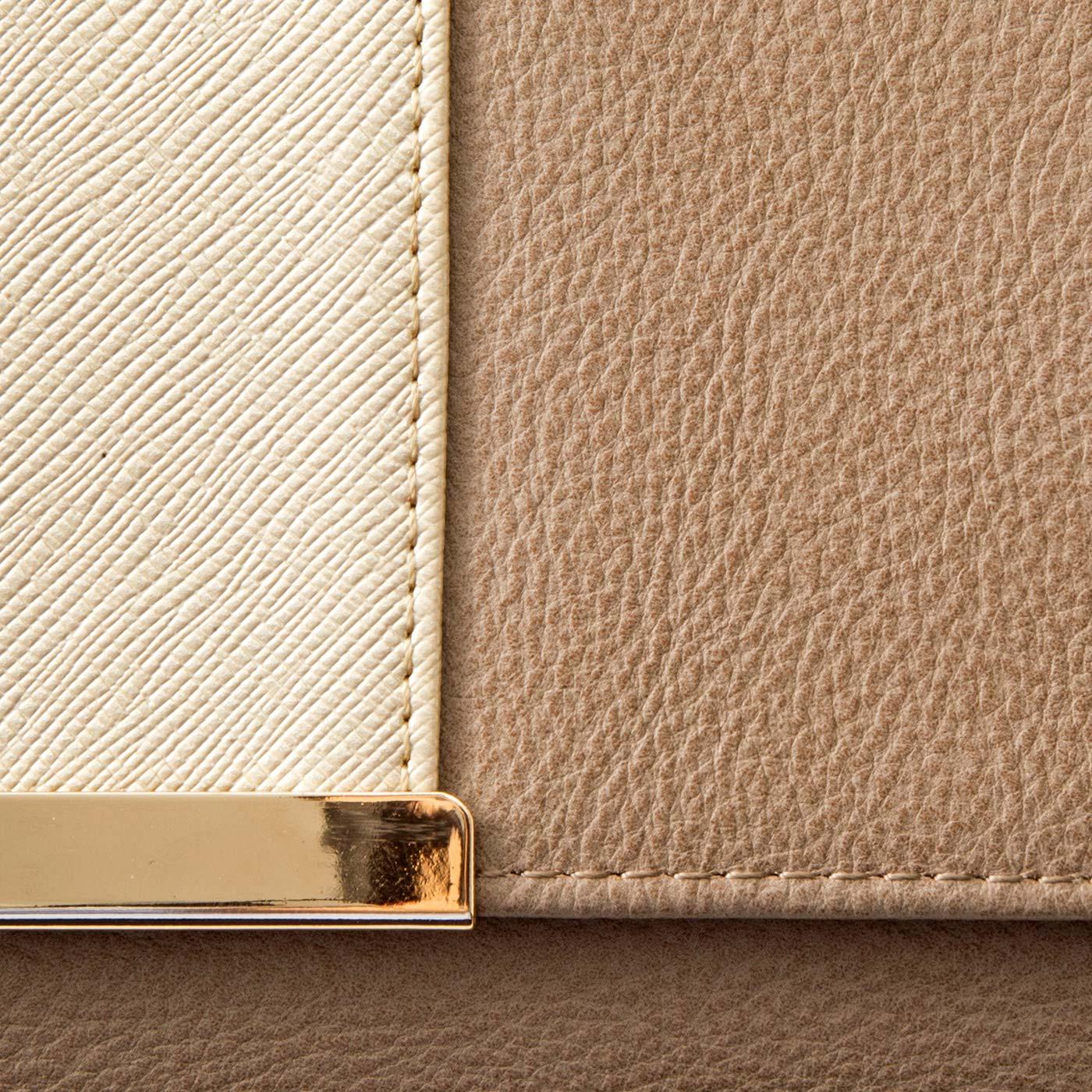 〔高級感のあるカラー&素材感〕上品なベージュ×ゴールドで金運もアップしそう。内側は気分も上がる、華やかな大人ピンク。