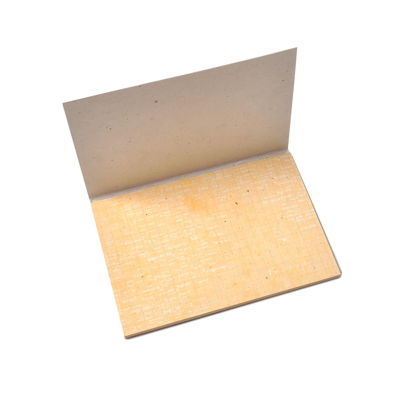 内紙は凸凹感が味わい深い活版印刷で仕上げました。