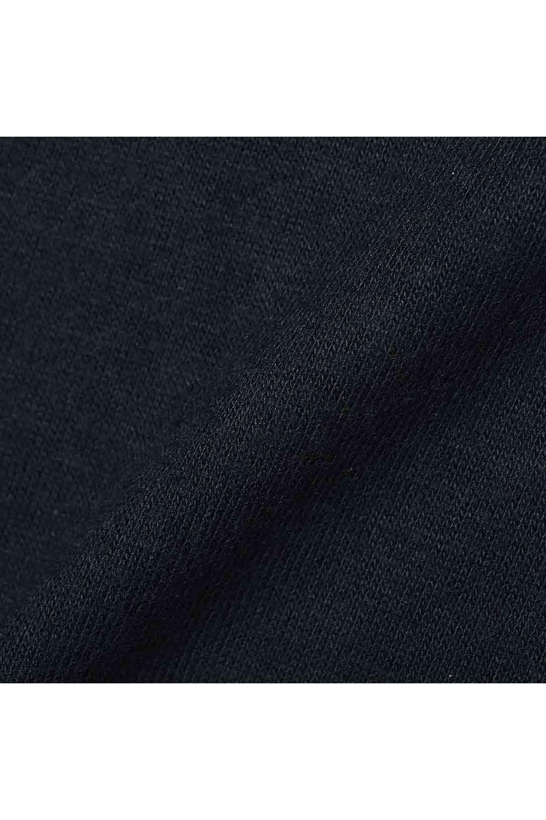 着心地も印象もふんわり暖か ほんのり毛羽感のある素材は、肌ざわりがやわらかく、暖かな着心地。