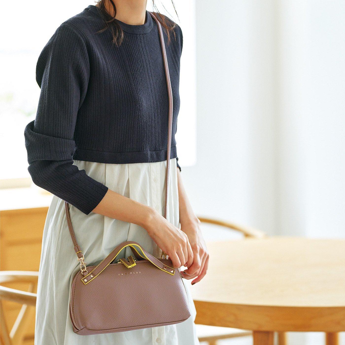 お財布とミニバッグがドッキング! かばっと開いて一目瞭然(りょうぜん)なウォレットショルダーバッグ