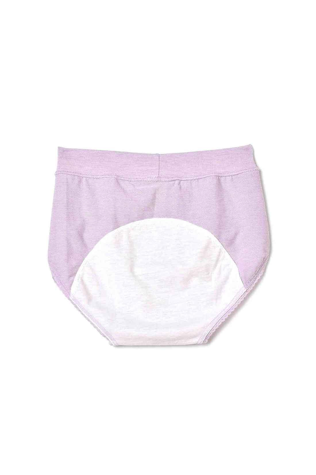 〈back 肌側〉肌にやさしいガーゼ天じくの防水布。防水布の長さには、つたいモレを防ぐ安心の丈と、ムレの軽減にもこだわりました。身生地は吸汗速乾素材でさらっと快適。