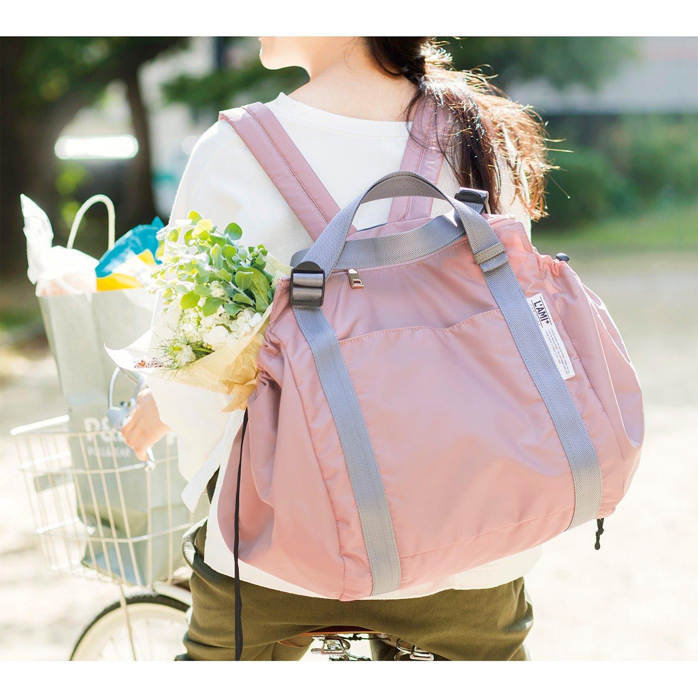 前かごに荷物がいっぱいでもリュックにできるから便利。たくさん買い出しができそう。