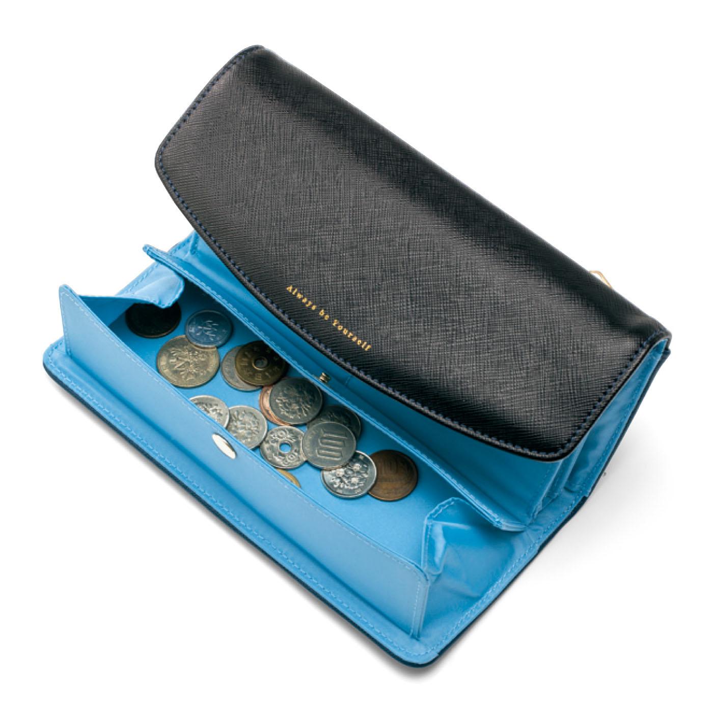 ふたが大きいので、小銭を探しているときにカードやお札を隠すことができます。
