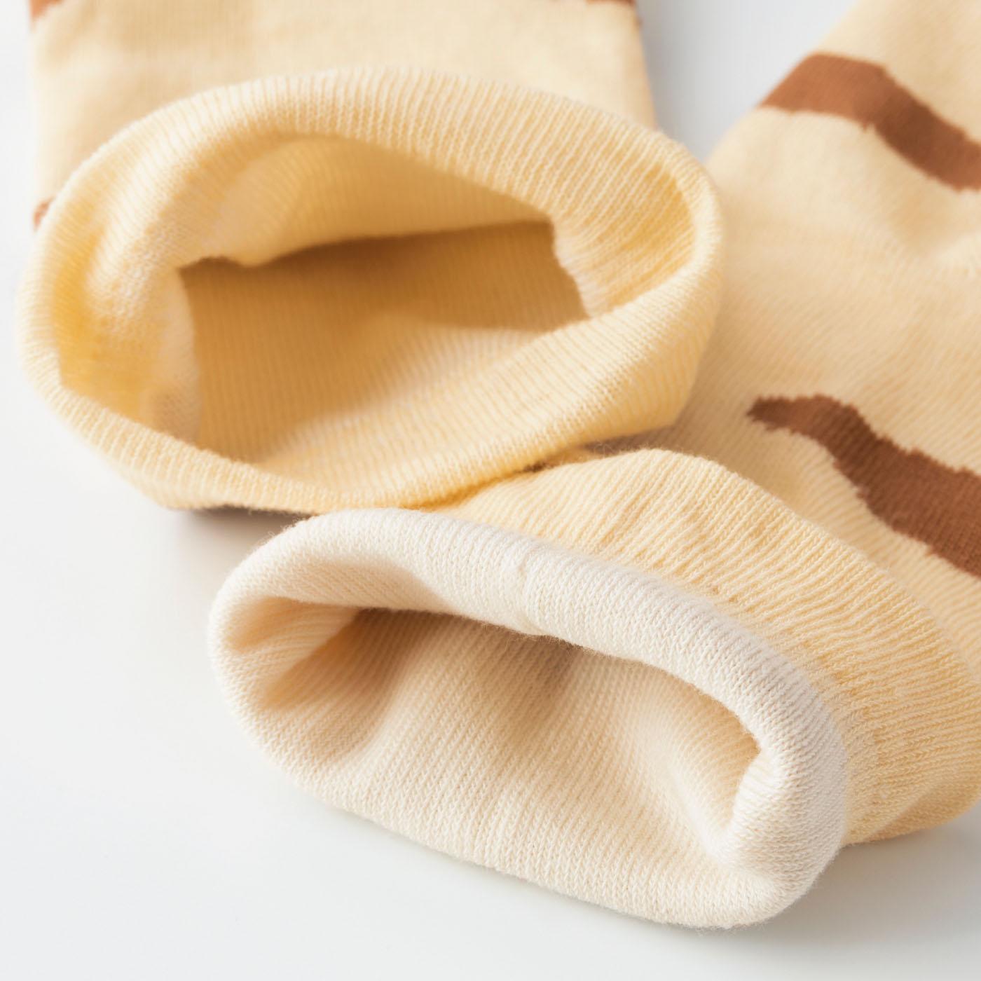 内側はやわらかい綿混素材で春夏にうれしいサラッとした肌ざわり。