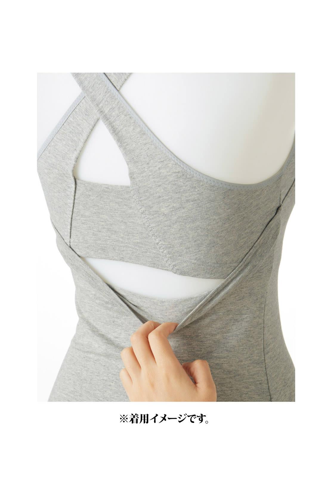 これは参考画像です。背中を縫い付けないセパレート設計なのでブラは身生地につられてずれません。