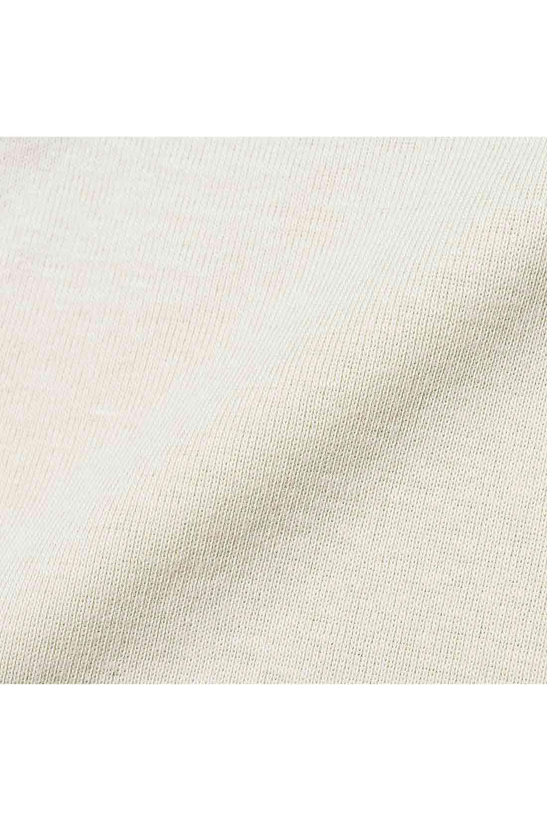やさしくて肌ざわりのいい微起毛綿フライス 肌に当たる内側部分を微起毛させた綿フライスは、ふんわりやわらかでやさしい着心地。