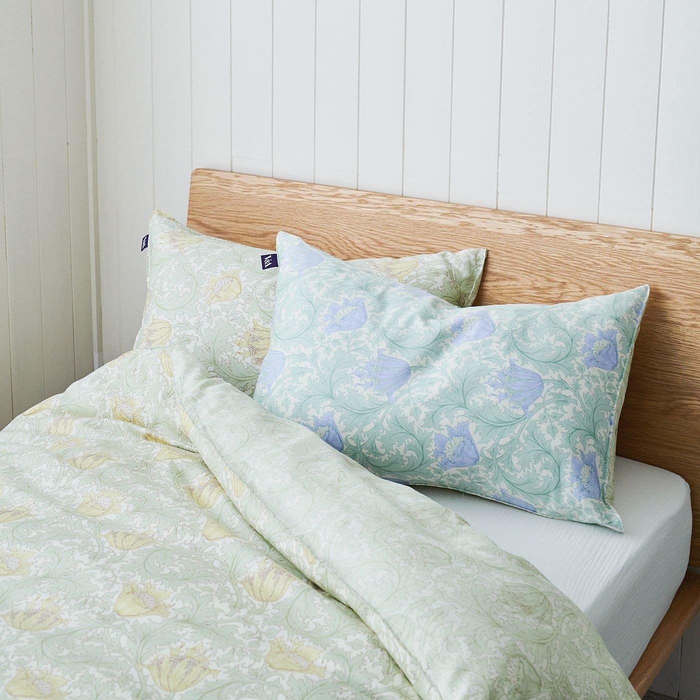 V&A 大輪の花で彩る サテン織り綿100% 枕カバー アネモネ