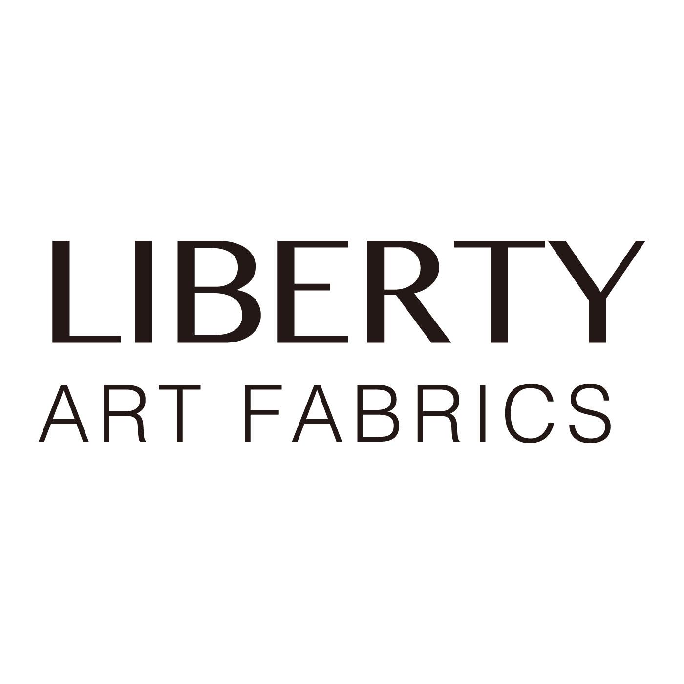 リバティアートファブリックとはイギリス、ロンドンにある老舗プリントメーカー。独特の美しい色彩と繊細なタッチで描かれるリバティプリントは絶大な支持を集める英国テキスタイルブランドです。