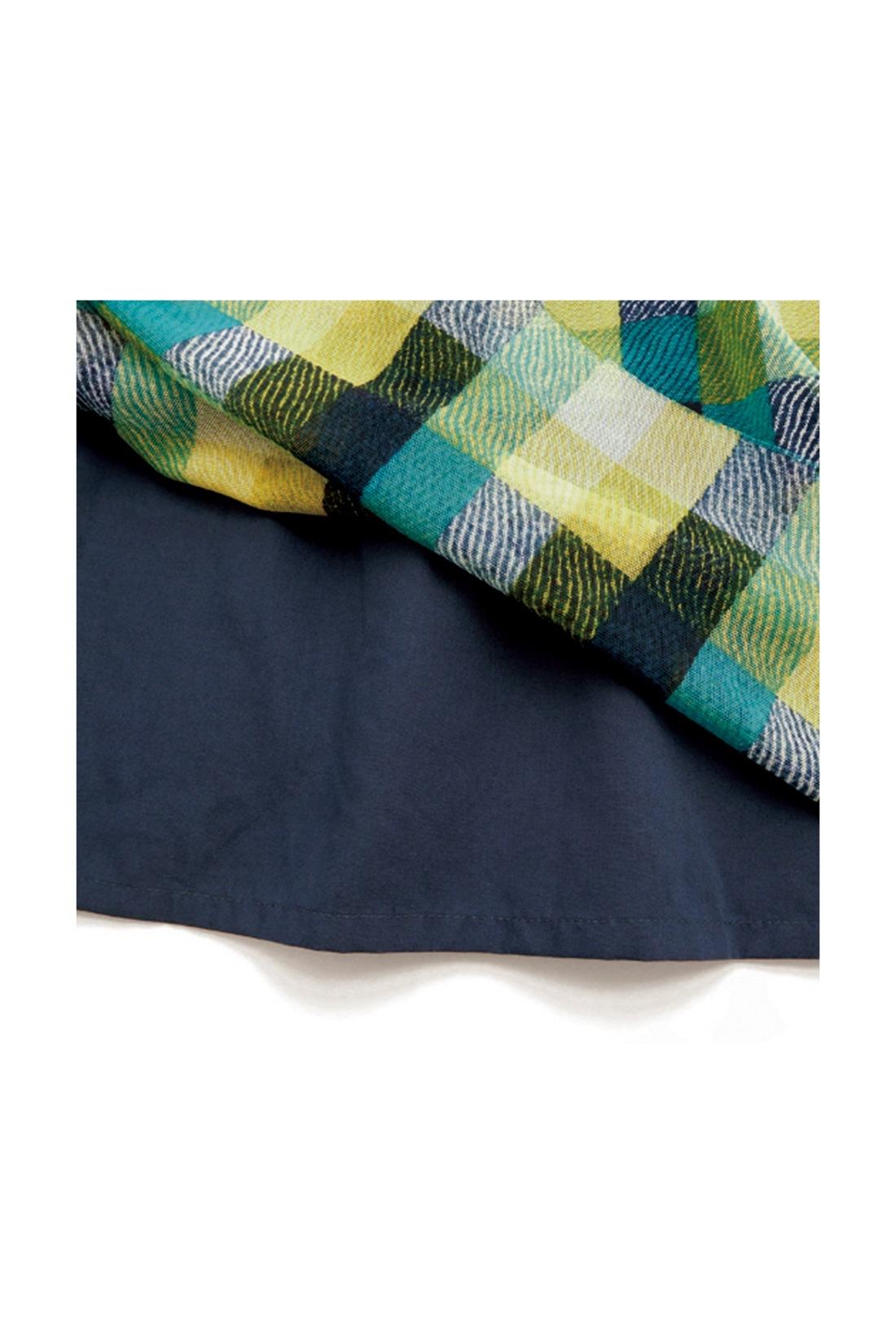 【裏地は布はく素材。】 やわらかなチュールがいい感じのボリュームになるように、裏地にはややハリのある布はく素材を選んでいます。 ※お届けするカラーとは異なります。