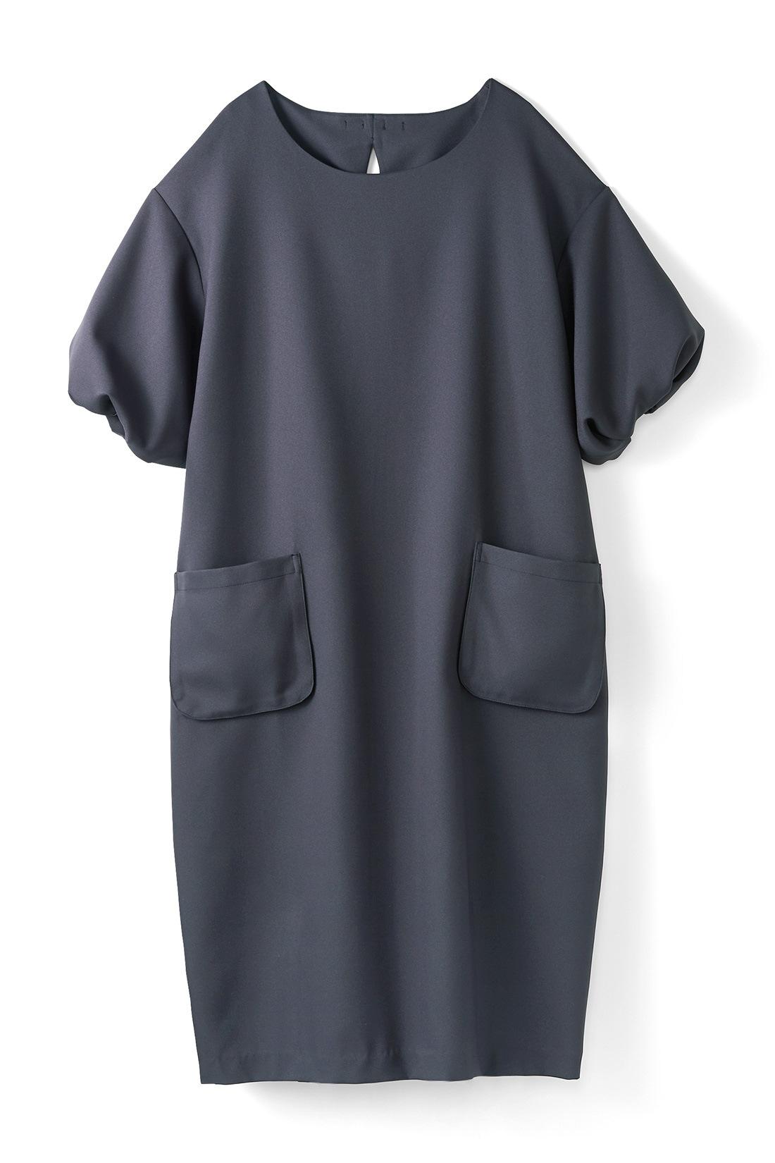 【グレー】 バルーンみたいにふくらんだ袖がいい感じ。コクーンシルエットは、からだのラインを隠してくれるので着やせ効果◎。