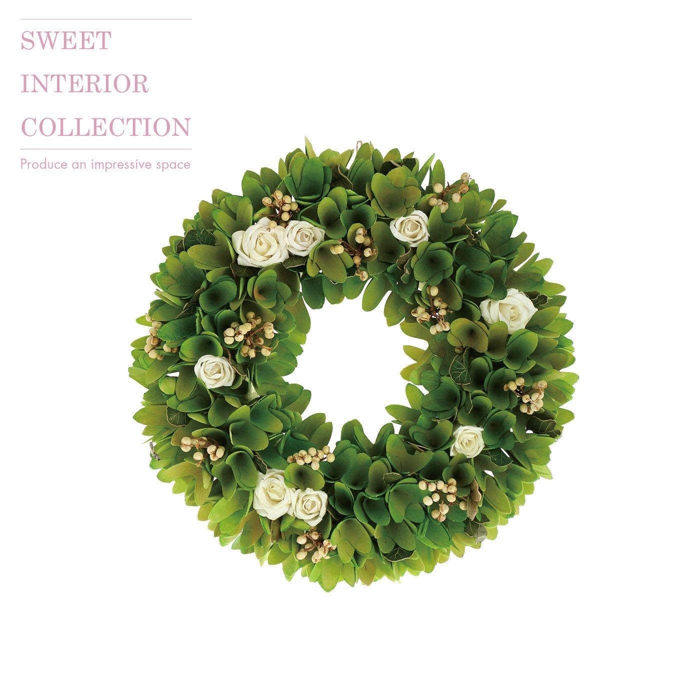 緑の葉っぱと白いバラがかわいい大人のインテリアリース