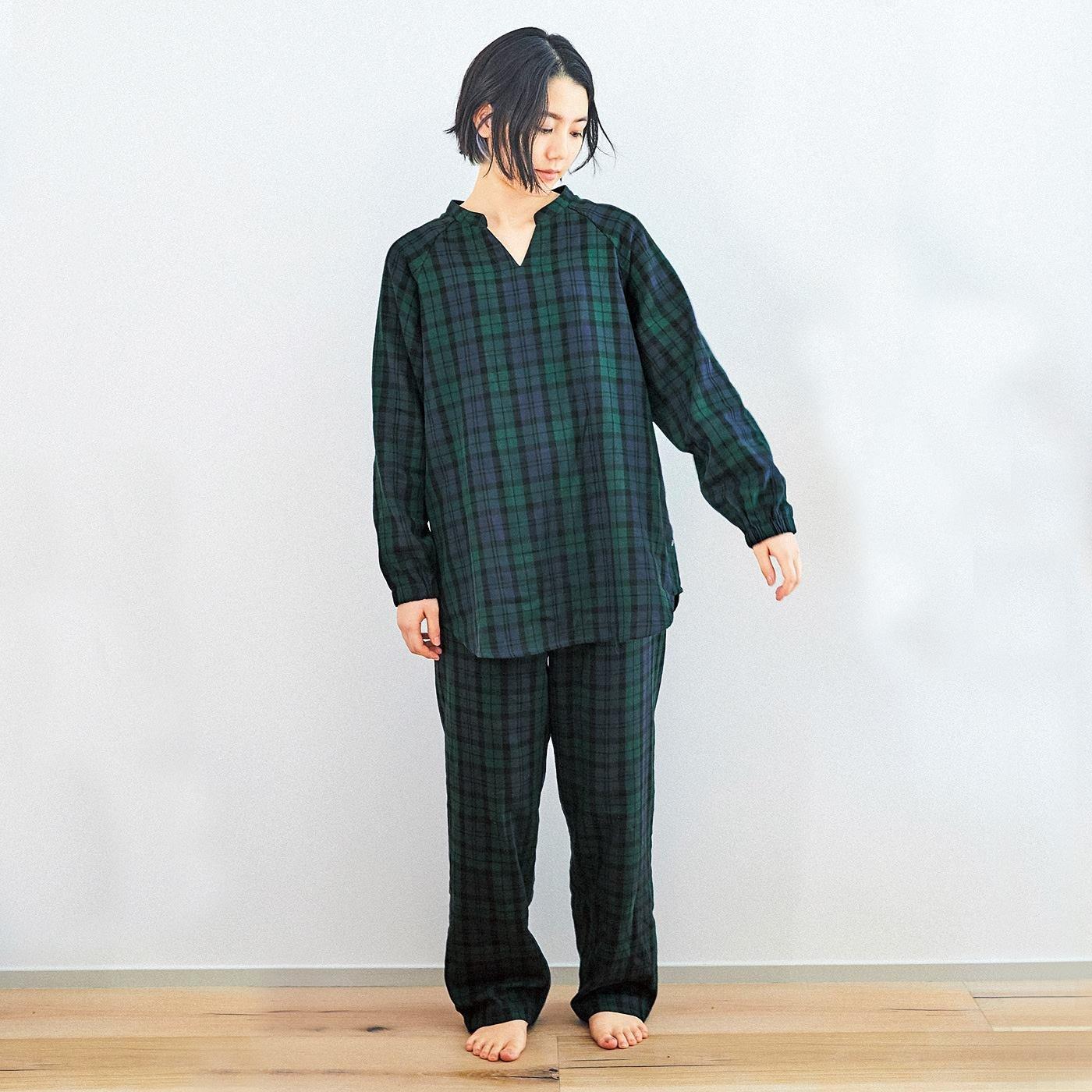 着るごとにやわらかに育つ肌当たり 先染めダブルガーゼのチュニックパジャマ〈ブラックウォッチ〉