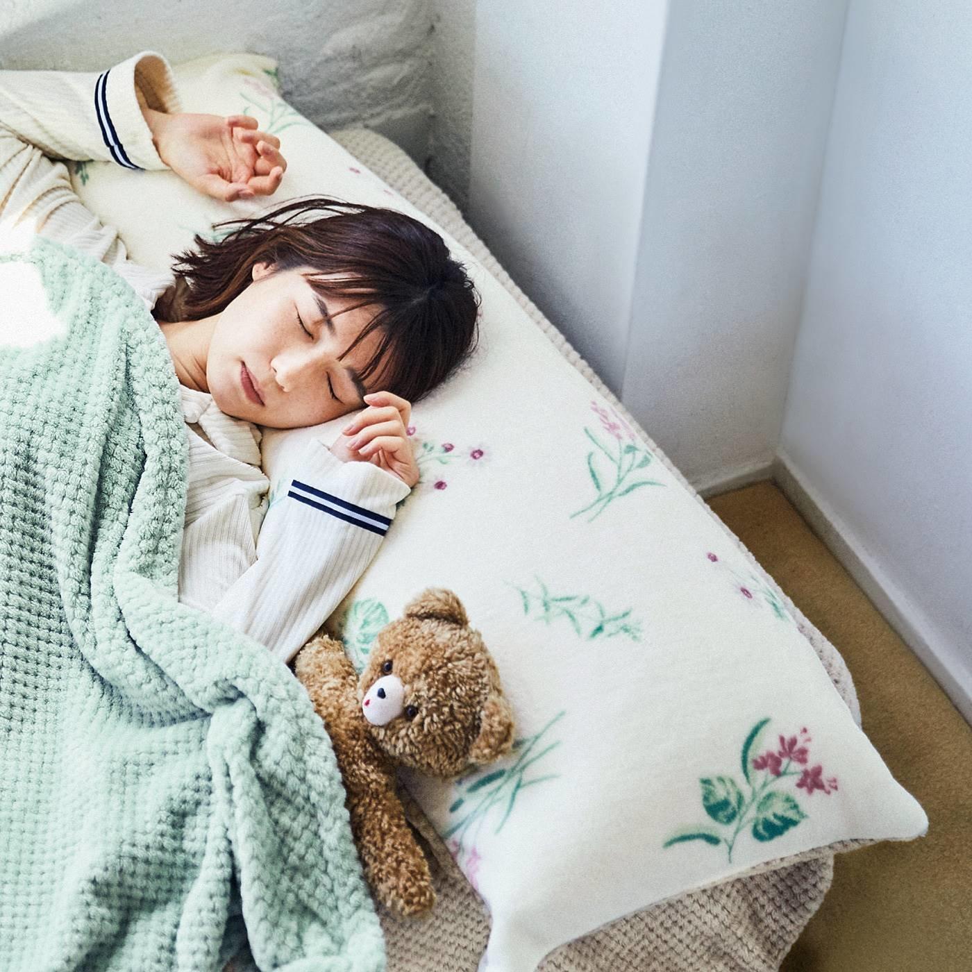 リラックスハーブに包まれて眠る 思わず眠りに落ちちゃう いつもの枕でロング枕になるカバーの会