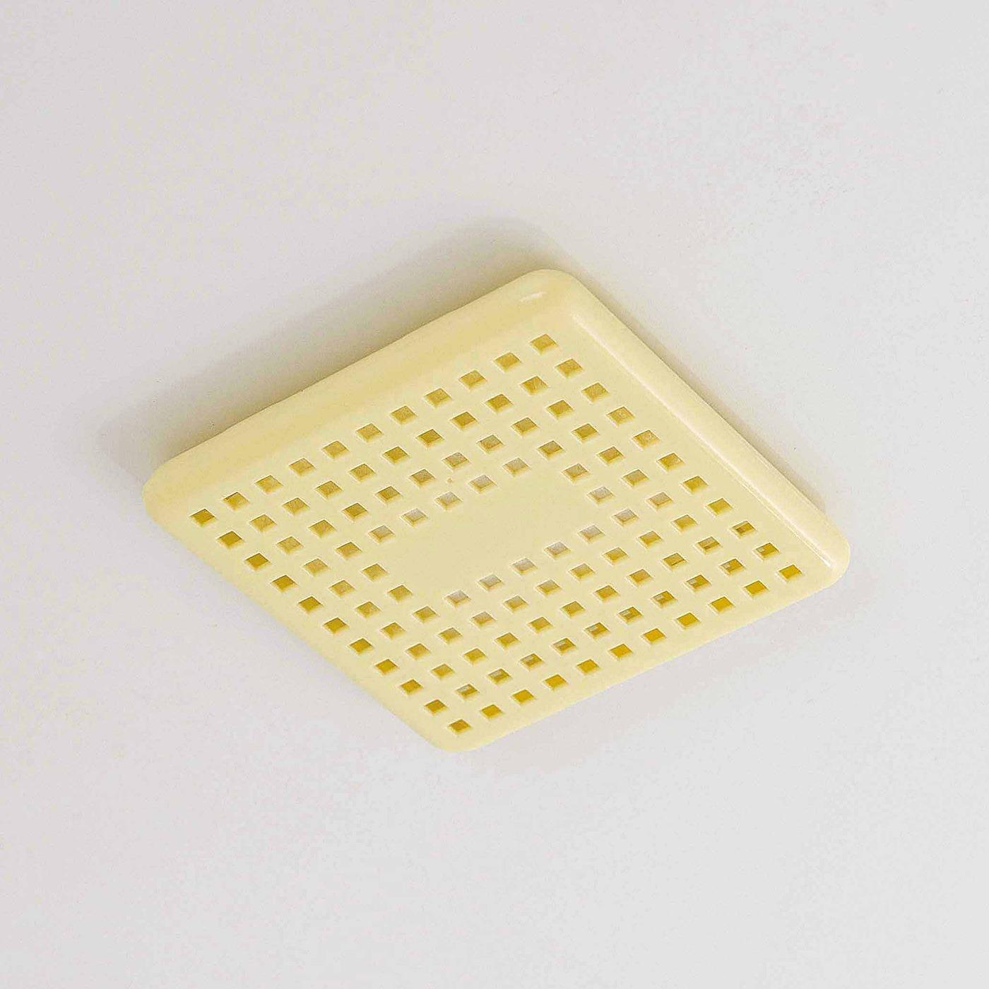 付属の両面テープで浴室の天井に貼り付けて使用します。