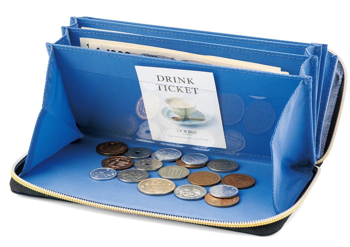 小銭入れに透明ポケット付き。クーポン券を入れておけば使い忘れなし!