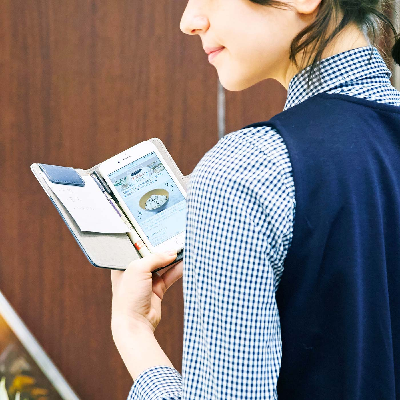 スマートフォンのレシピと買い物メモ。両方見ながら買い物しているあなたに。