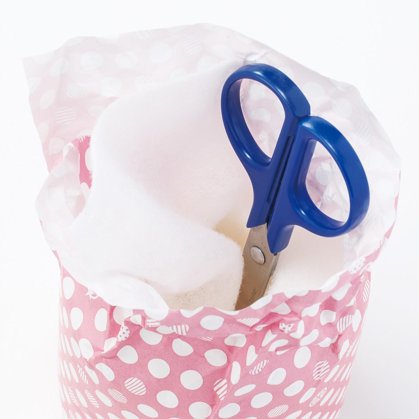 ロールの中央にカット用のはさみをスタンバイしておくと便利。