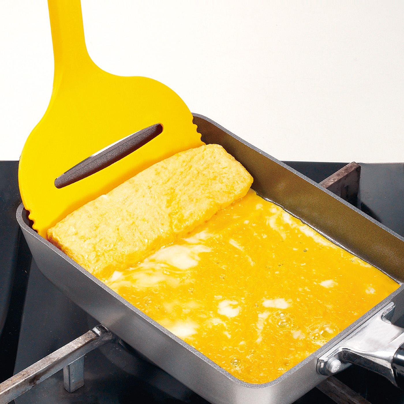 一般的な卵焼き器にぴったりの幅できれいに巻けます。