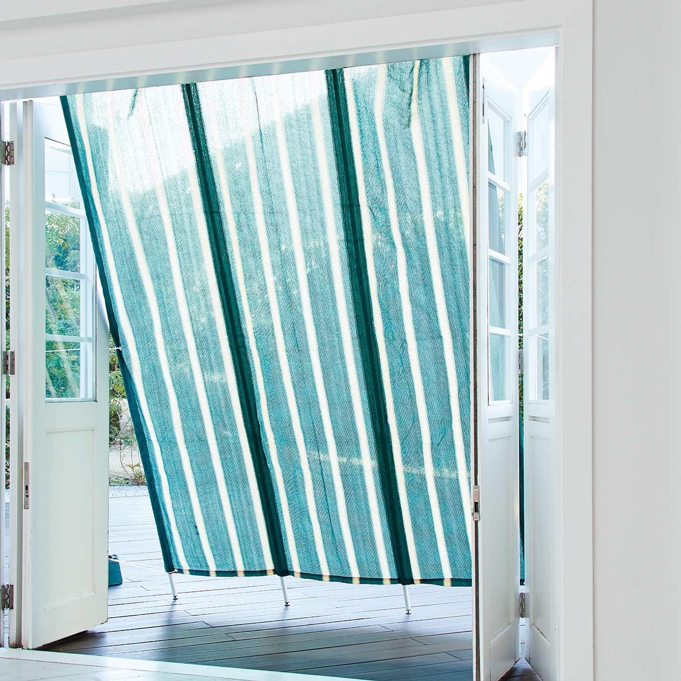 立てかけて日差しをやわらげる 洋風の家になじむおしゃれなたてす〈グリーンストライプ〉