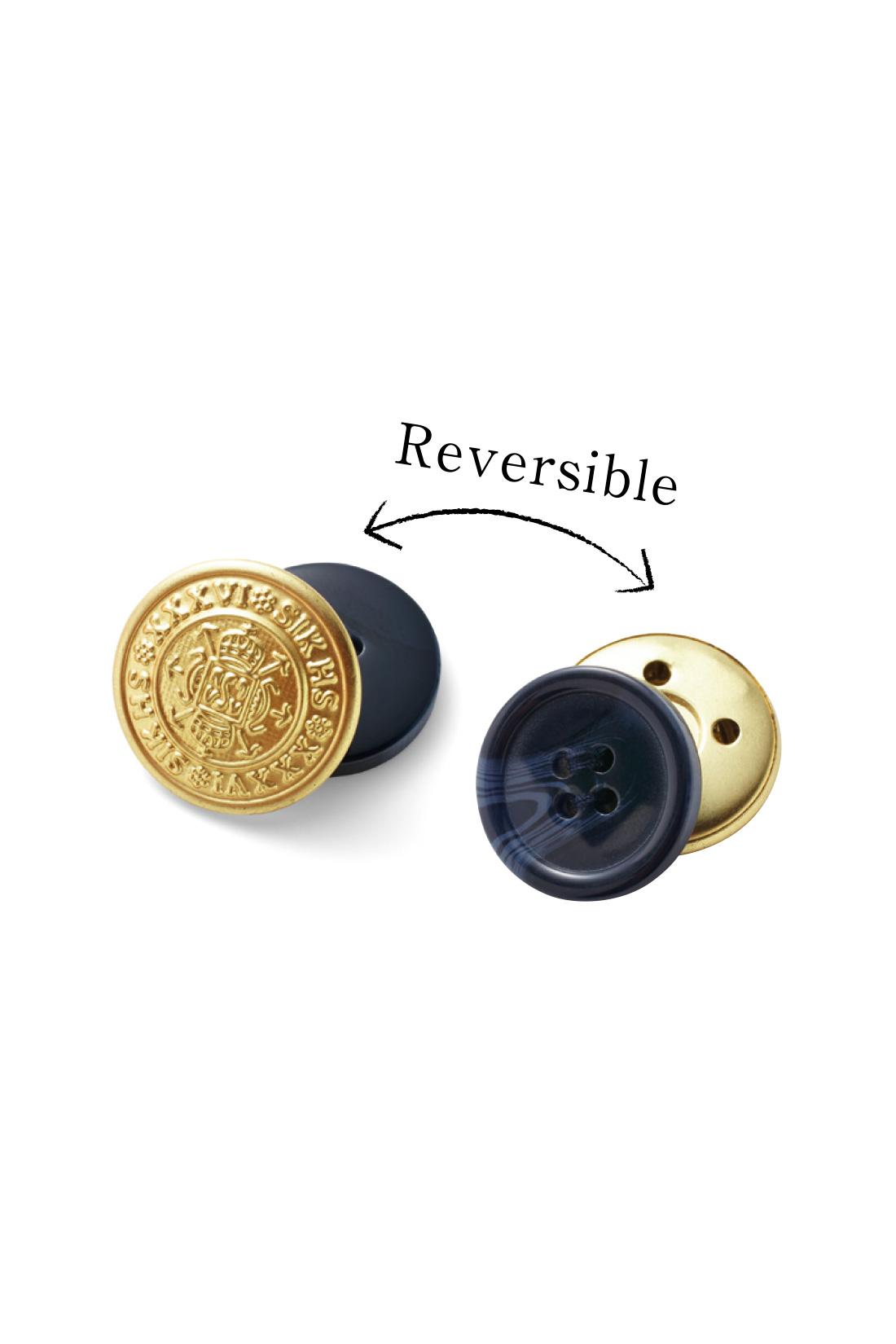 2-WAY仕様のボタンが着まわしやすさをさらにアップ。カジュアルダウンのときはゴールド、きれいめに着るときはマーブル調で。