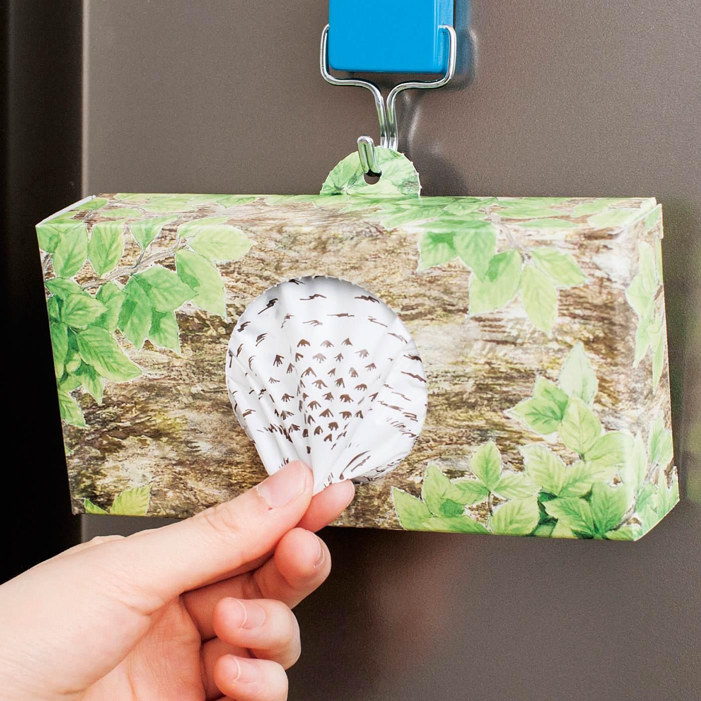 サッと取り出しやすい巣穴風デザイン。冷蔵庫やかべにスタンバイして。