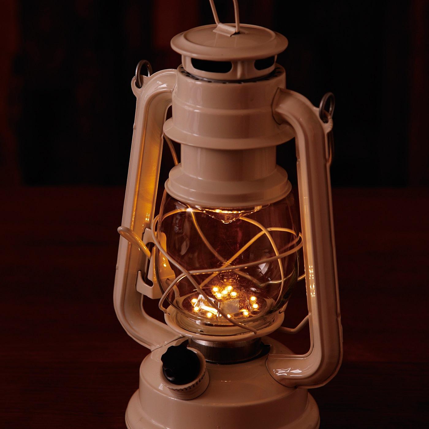 15灯のLEDで、ダイヤルを回してお好みの明るさに無段階で調整できます。