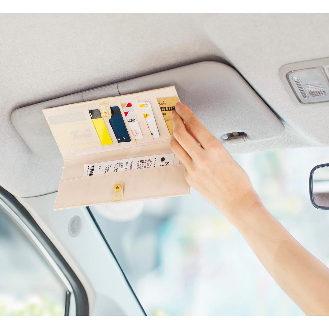 クリップでカードベルトへ取り付けられます。 ※安全のため助手席で使用してください。