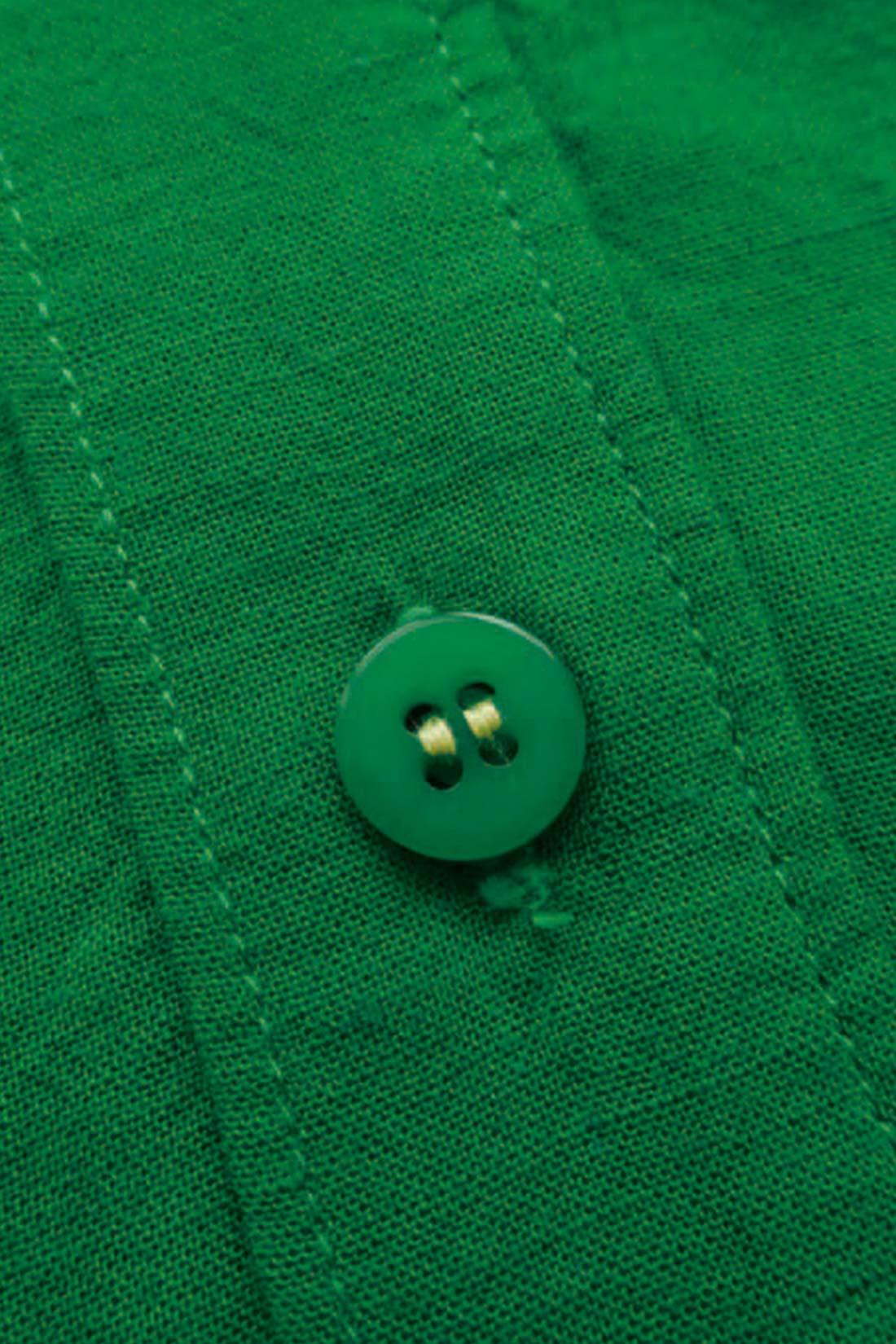 ★ボタンの留め糸は。 こっそりかわいい色を使っています。 ※お届けするカラーとは異なります。