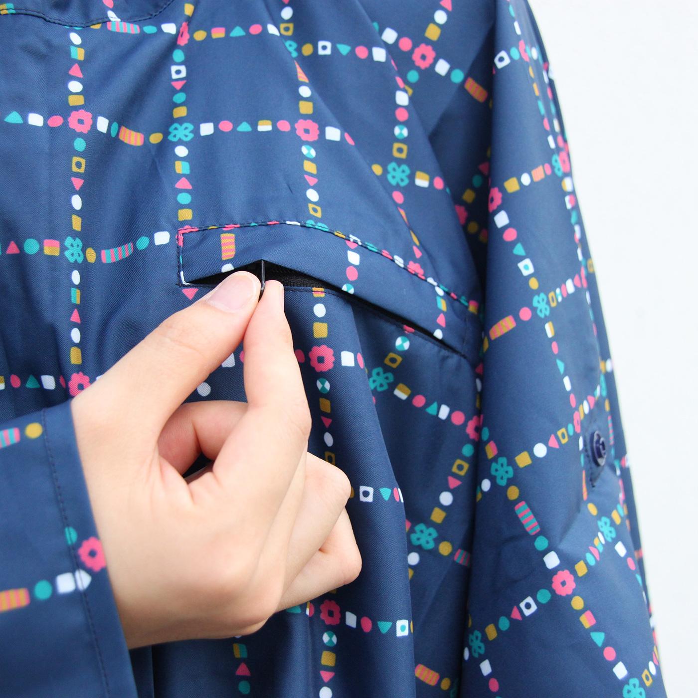 胸ポケットにはファスナーが付いています。
