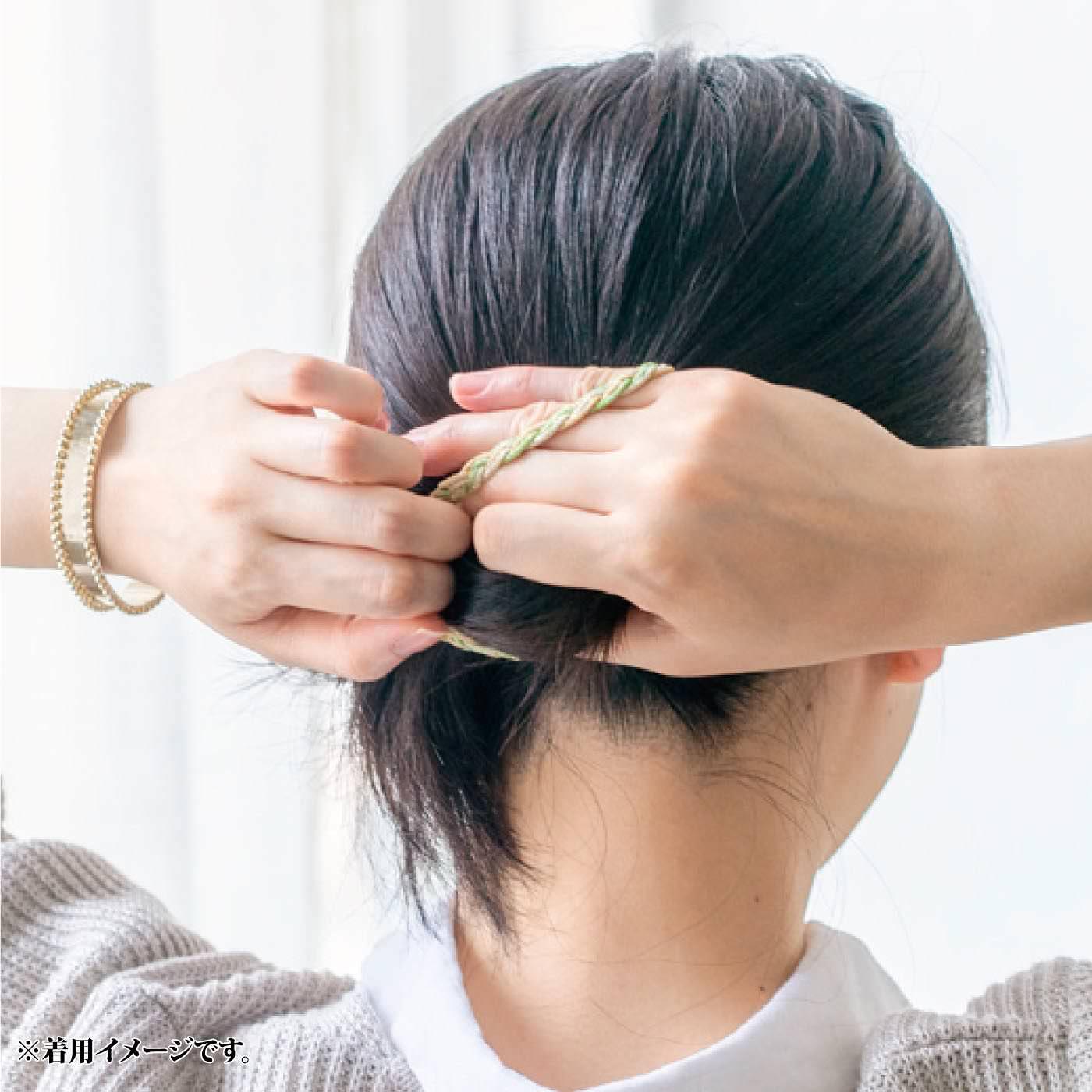 髪をまとめたい時はヘアゴム部分だけを外して。