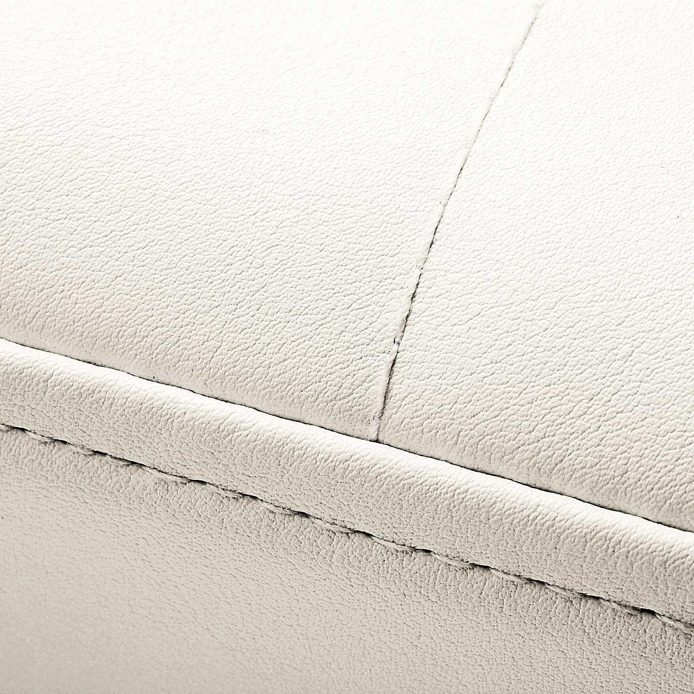 光沢と張りが特徴の、合成皮革。