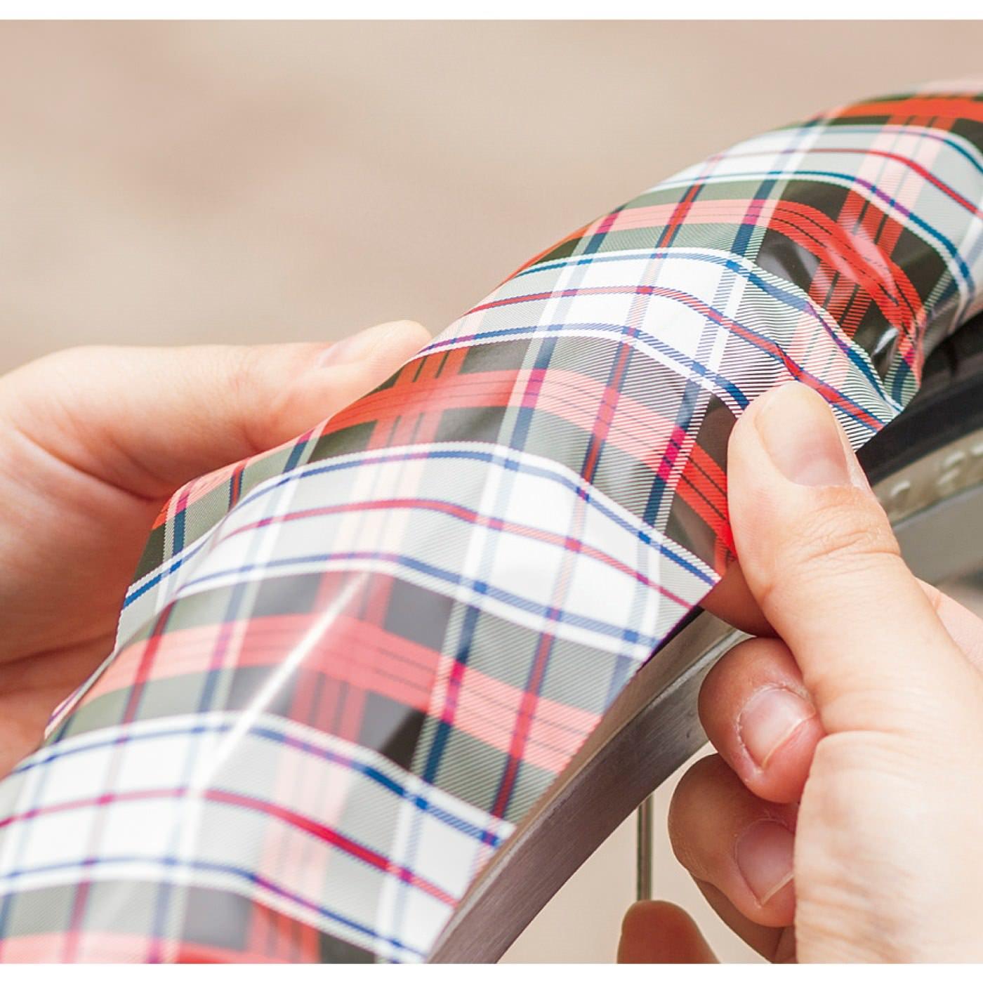 薄手でやわらかい素材を使用しているので、自転車フレームの多少の曲面にもフィットして貼りやすい。