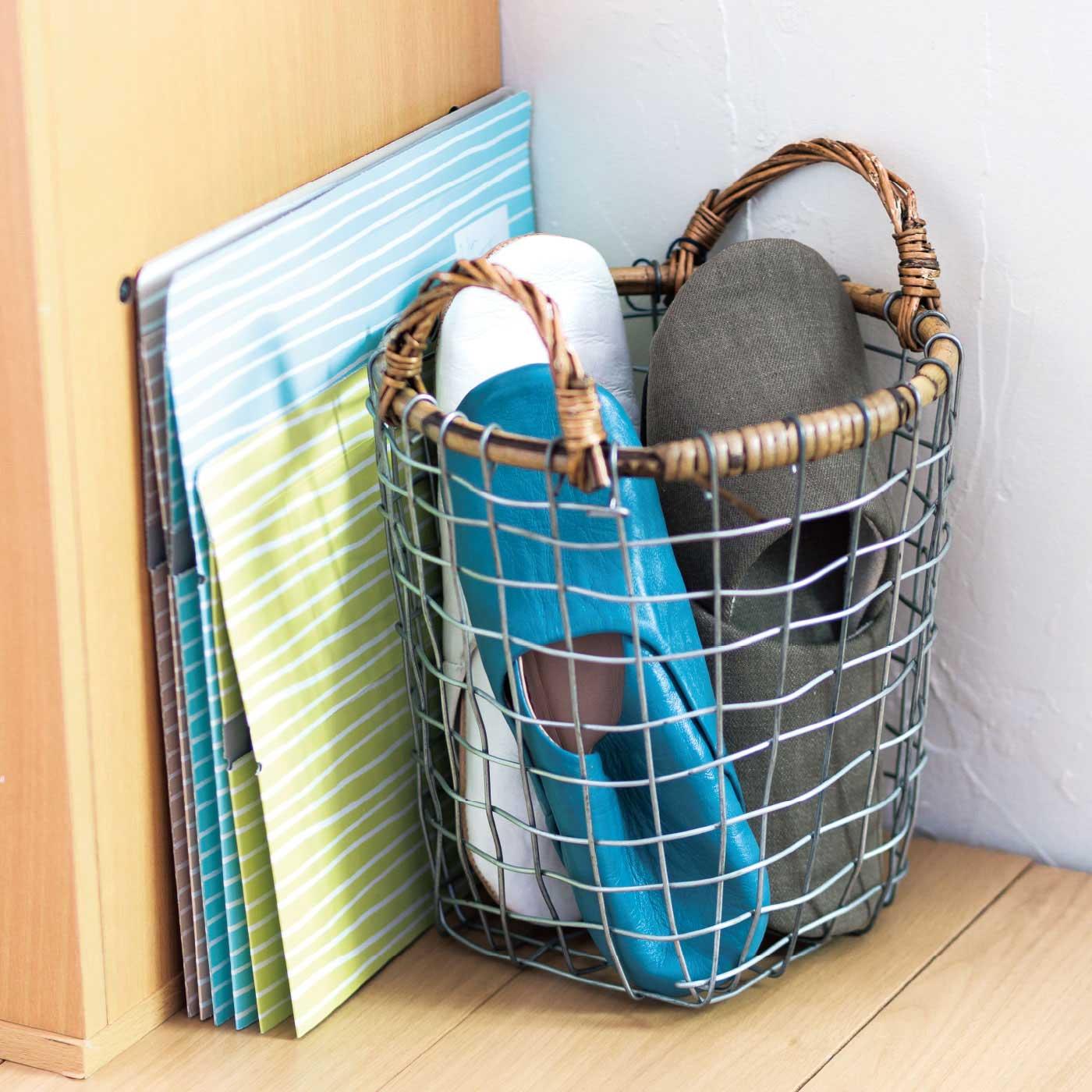 収納スペースは、1個につきわずか幅約1cm! ぺたんこにしてすき間にイン。