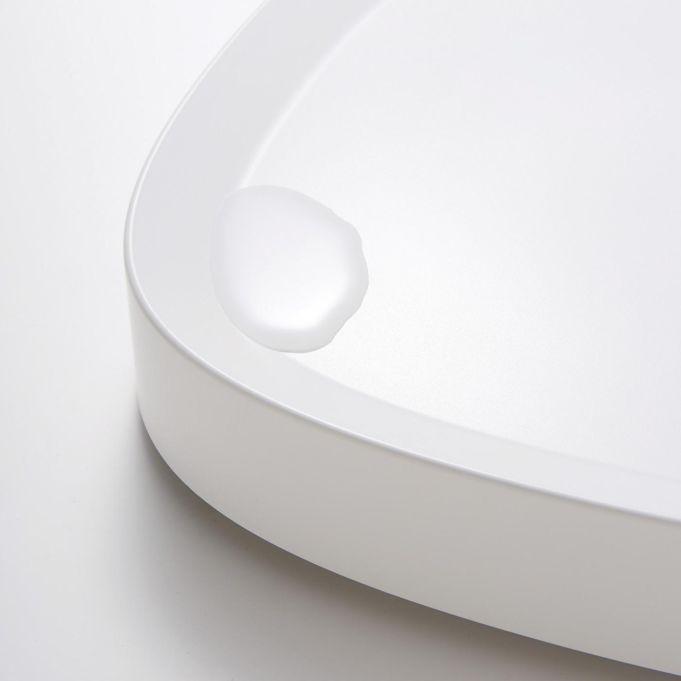 縁に立ち上がりのあるデザインで、鉢からの水こぼれに対応。