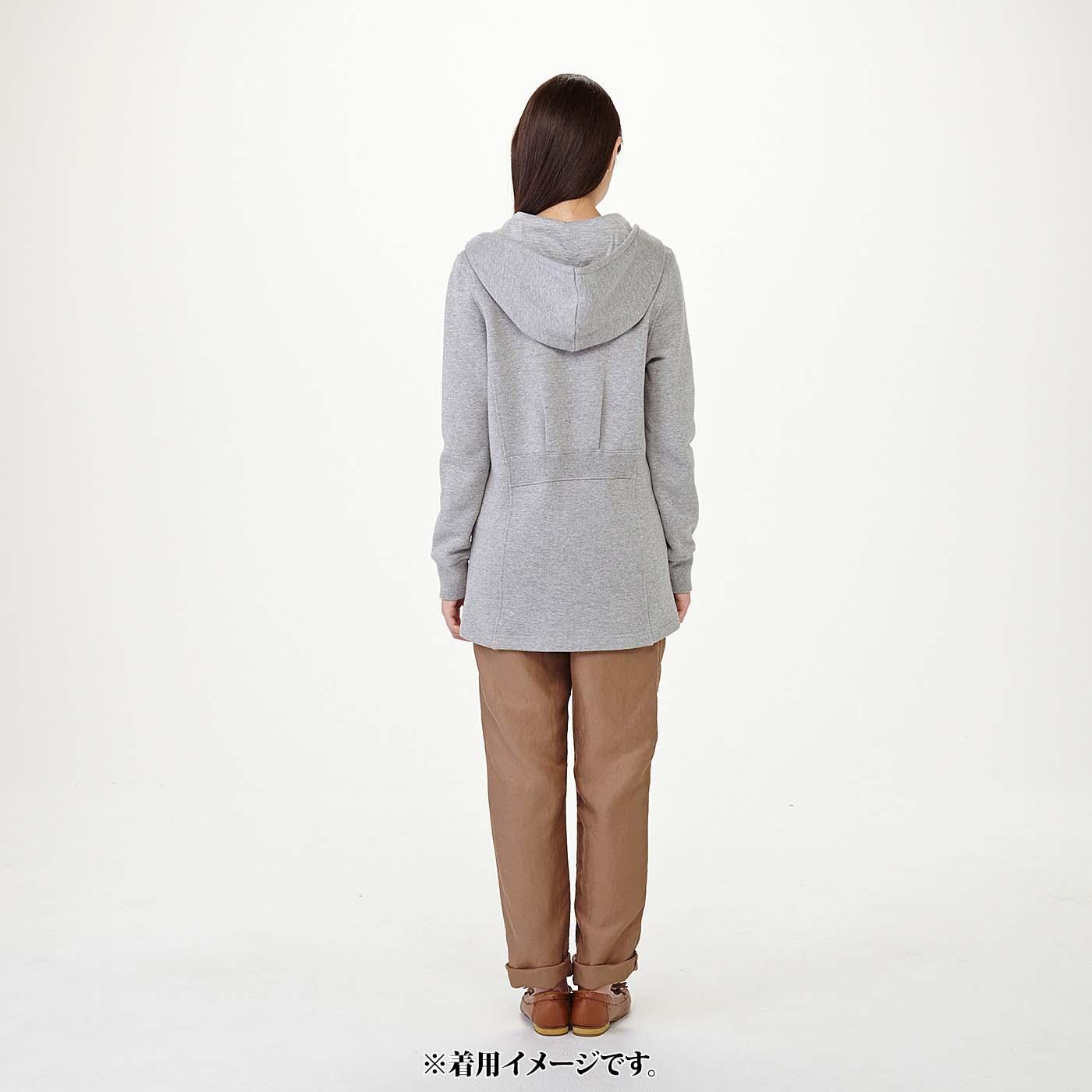 モデル身長約165cm 着用サイズM おしりまわりが隠れる長め丈。