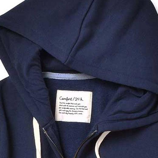 フード内側はカットソー素材の2重仕立てで上品に着られます。