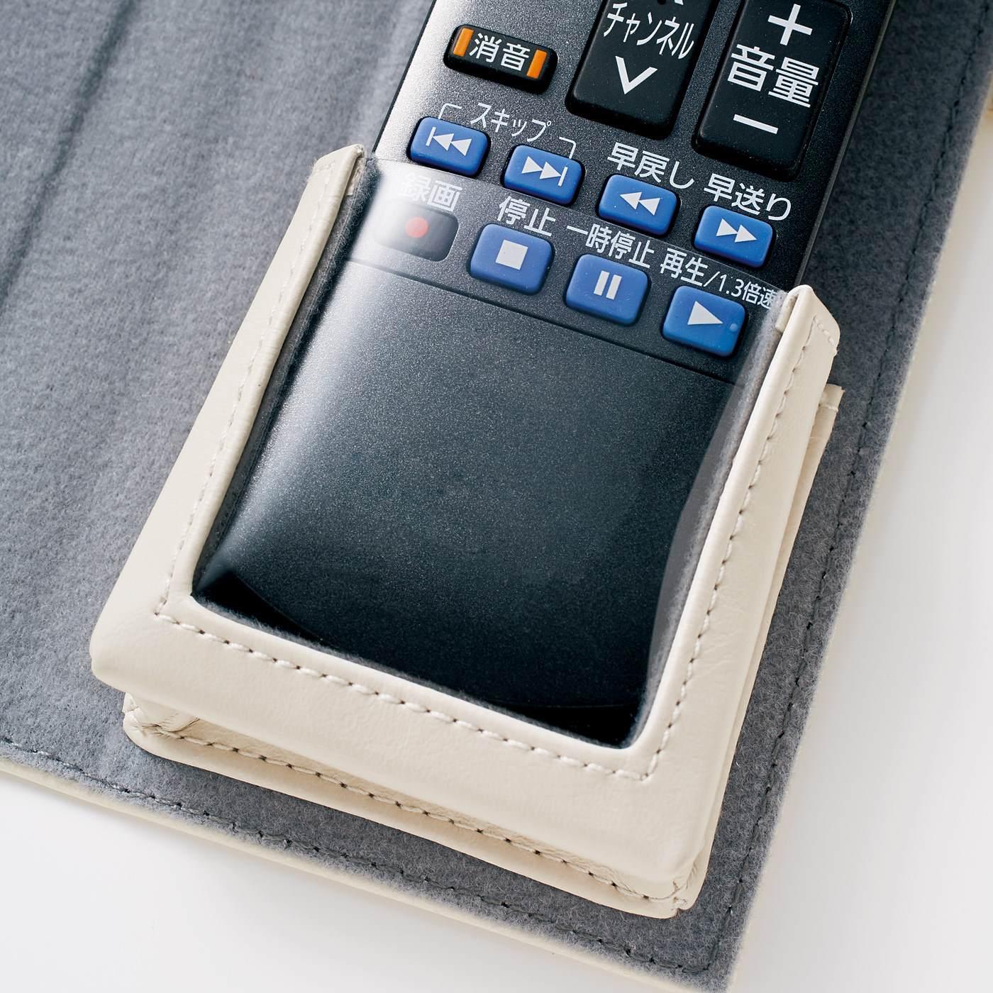 透明ポケットの上から操作可能。
